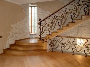 Выбираем лестницу для загородного дома