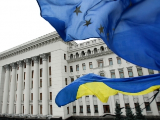 Украина подписала политическую часть соглашения с Европейским союзом